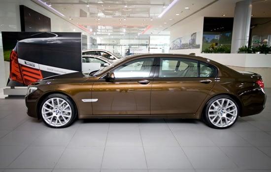 BMW-7-Series-UAE-40th-Anniversary-Limited-Edition-2.jpg