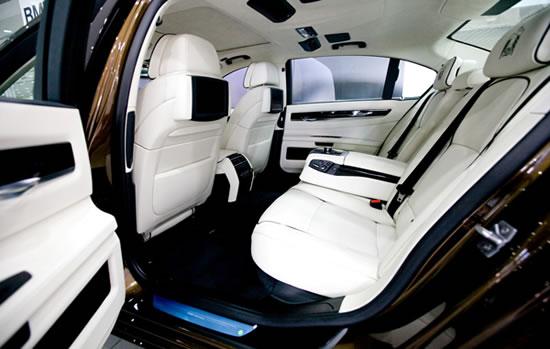 BMW-7-Series-UAE-40th-Anniversary-Limited-Edition-3.jpg