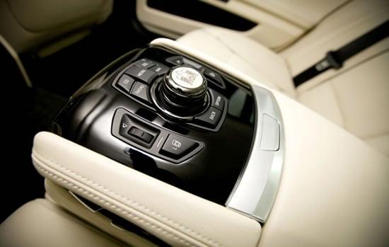 BMW-7-Series-UAE-40th-Anniversary-Limited-Edition-4.jpg