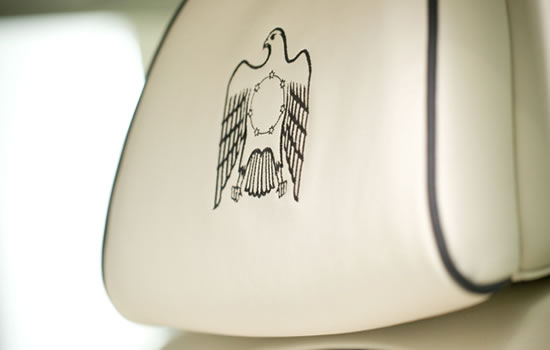 BMW-7-Series-UAE-40th-Anniversary-Limited-Edition-5.jpg