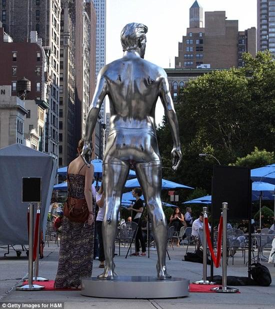 Beckham-silver-statue-1.jpg