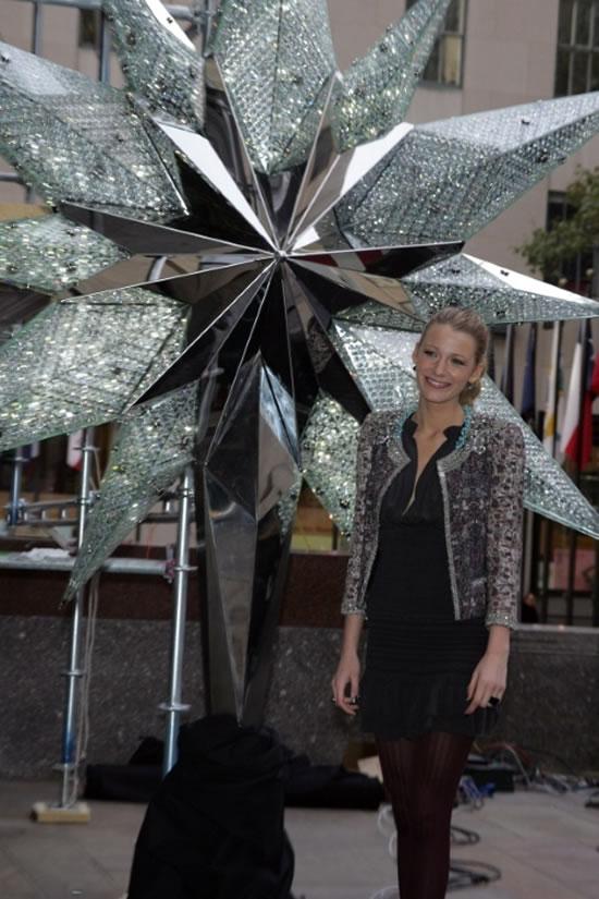 Blake_Lively_Swarovski_Star_Christmas_Tree2.jpg