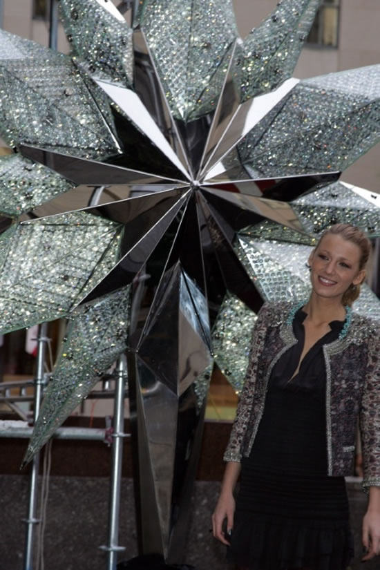 Blake_Lively_Swarovski_Star_Christmas_Tree3.jpg
