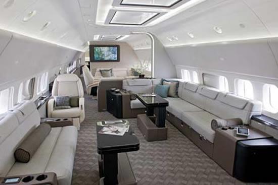 Boeing_BBJ_737-700_1.jpg