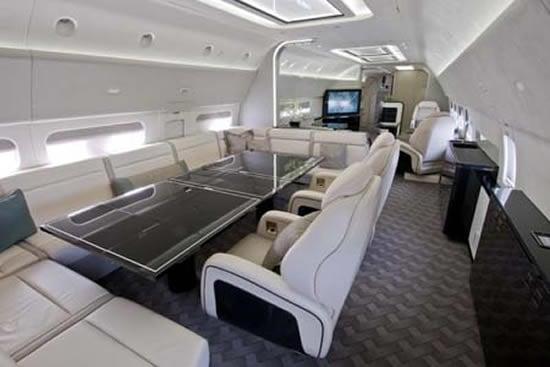 Boeing_BBJ_737-700_4.jpg