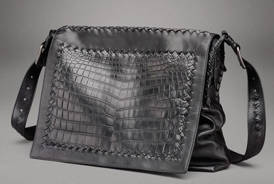 Bottega-Veneta-Nero-Light-Messenger-Bag2.jpg