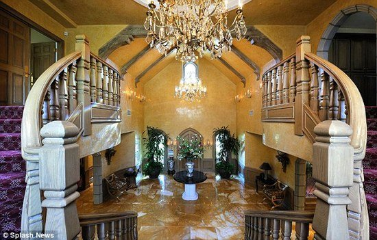 Britney_Spears_Mansion_1.jpg