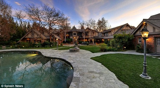 Britney_Spears_Mansion_4.jpg