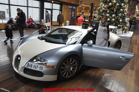 Bugatti-Veyron-inside-supermarket-in-France3.jpg
