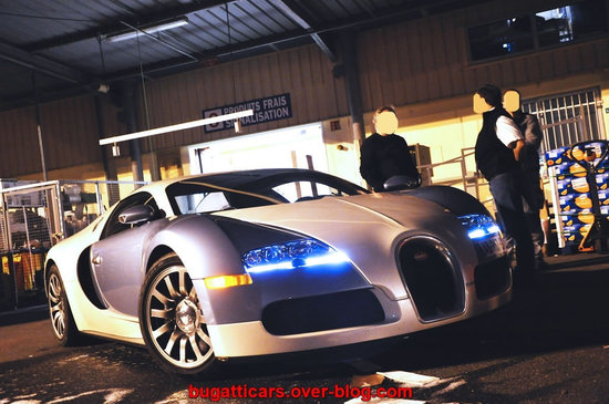 Bugatti-Veyron-inside-supermarket-in-France5.jpg
