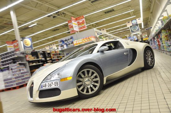 Bugatti-Veyron-inside-supermarket-in-France6.jpg