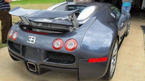 Bugatti-Veyron-into-a-lake-2.jpg