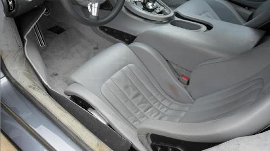 Bugatti-Veyron-into-a-lake-3.jpg