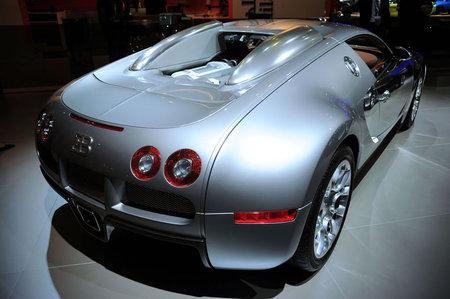 Bugatti_Veyron2.jpg