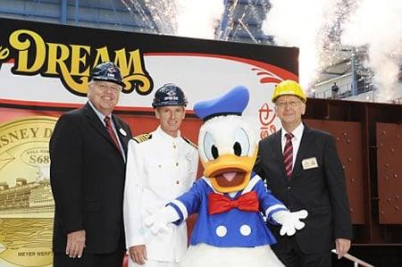 Disney_cruise_ship2.jpg