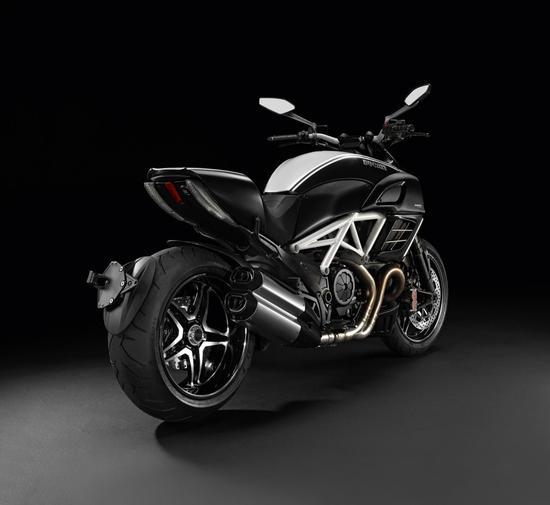 Ducati-Diavel-AMG-Special-Edition-2.jpg