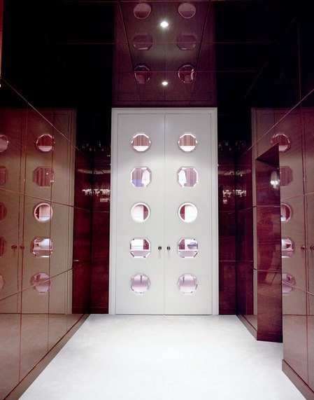 Faberge_Geneva_Store2.jpg