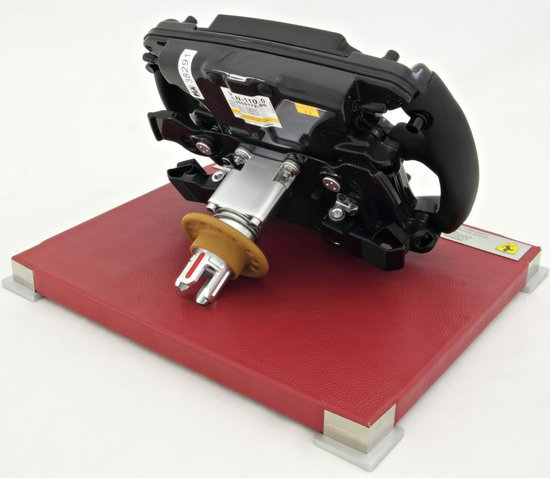 Ferrari-150°-Italia-steering-wheel-replica3.jpg