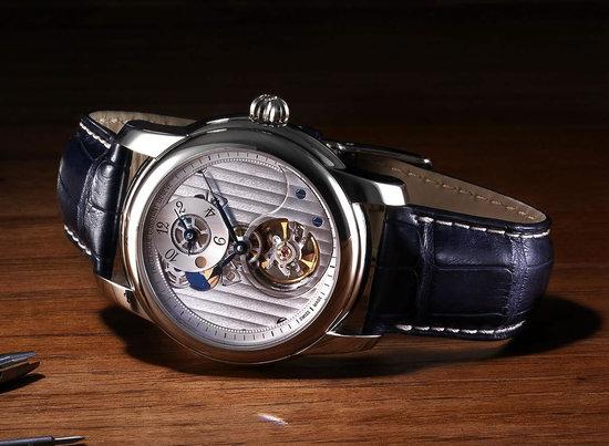 Frederique-Constant-Heart-Beat-Manufacture-GMT-Automatic-2.jpg