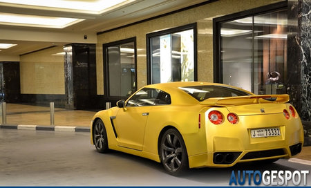 Gold-plated-Nissan-GT-R-2.jpg
