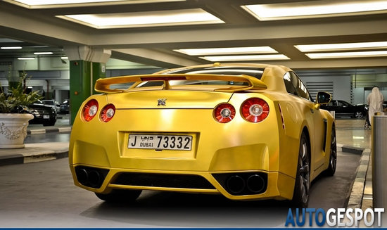 Gold-plated-Nissan-GT-R-4.jpg