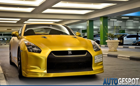 Gold-plated-Nissan-GT-R-5.jpg