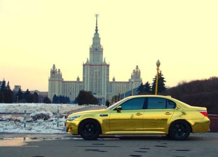 Gold_plated_BMW_M5_5.jpg