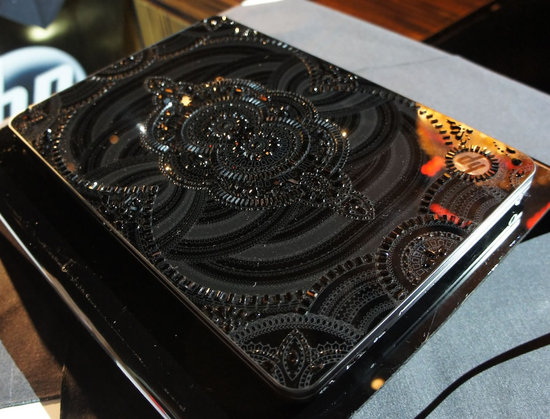 HP-and-Marchesa-Limited-Edition-Swarovski-Laptop-5.jpg