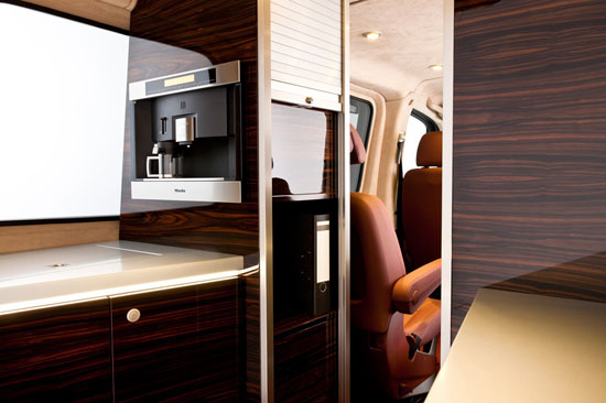 Hartmann-Mercedes-Sprinter-gets-an-Air-Force-One-inspired-interior5.jpg