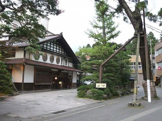 Hoshi-Ryokan-Hotel-2.jpg