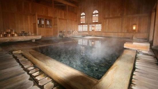 Hoshi-Ryokan-Hotel-3.jpg