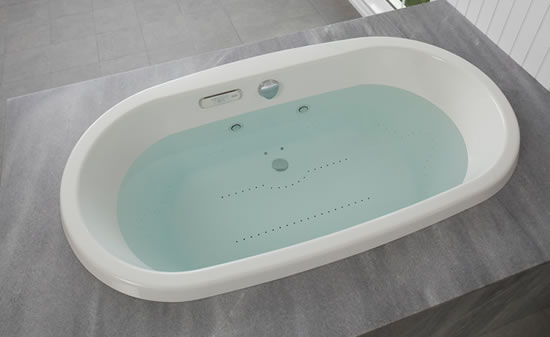 Jacuzzi_mio_bathtub.jpg