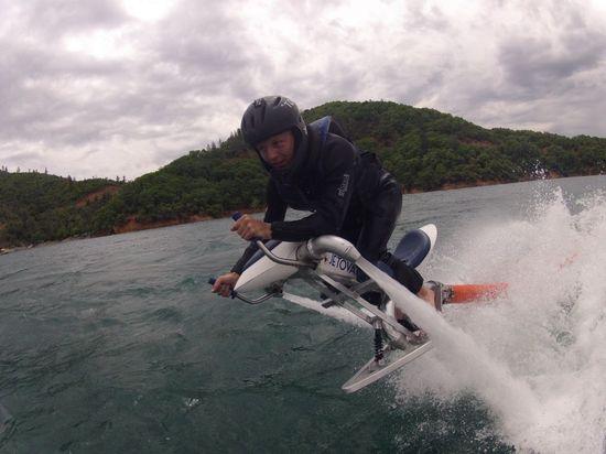 Jetovator-water-powered-jetbike-4.jpeg