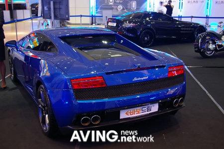 Lamborghini_gallardo_lP560-4_supercar3.jpg