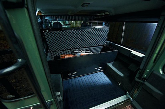 Land-Rover-Defender-Blaser-4.jpg