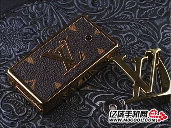 Louis-Vuitton-Belt-Buckle-Cellphone-3.jpg