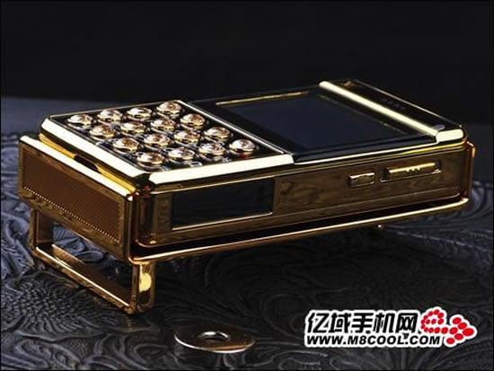 Louis-Vuitton-Belt-Buckle-Cellphone-4.jpg