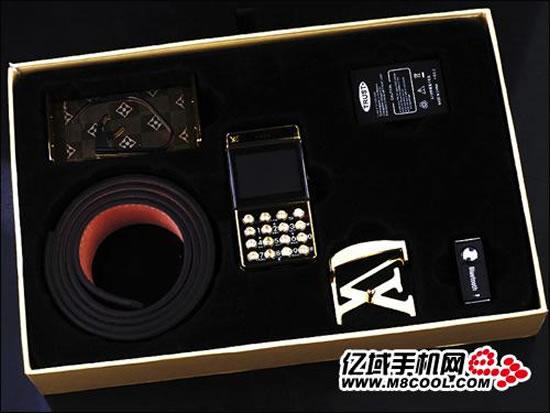 Louis-Vuitton-Belt-Buckle-Cellphone-5.jpg