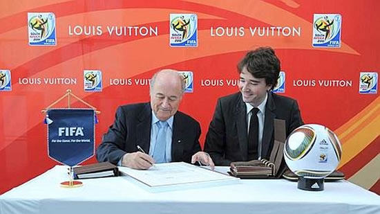 Louis-Vuitton-FIFA-World-Cup-Trophy-2.jpg