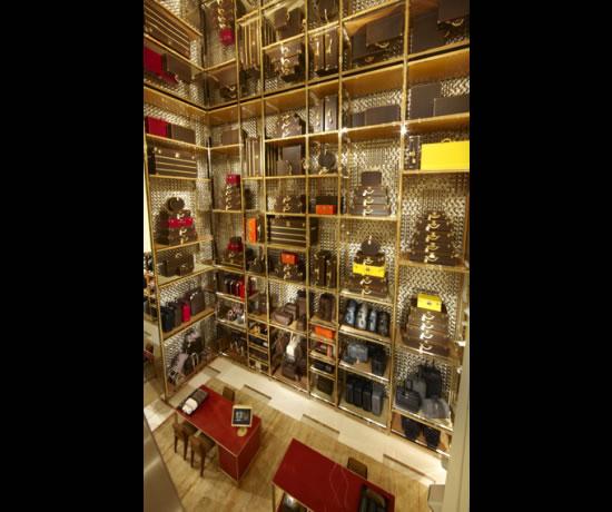 Louis_Vuitton_Maison_Etoile_Rome_luggage_display.jpg