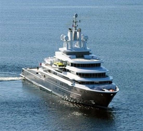 Luna-115m-yacht-1.jpg