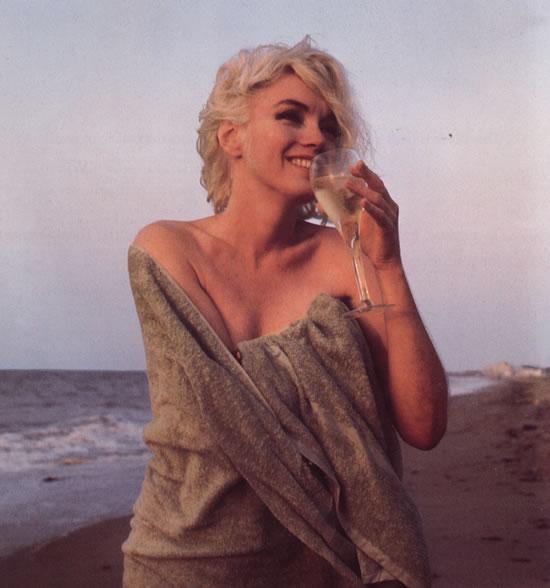 Marilyn-Monroe-champagne2.jpg