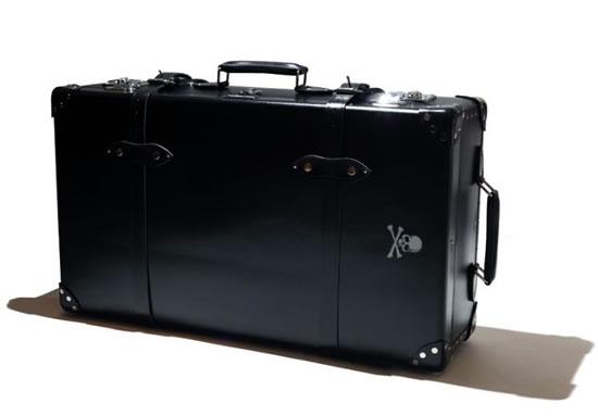 Mastermind-JAPAN-x-Globe-Trotter-suitcase-2.jpg
