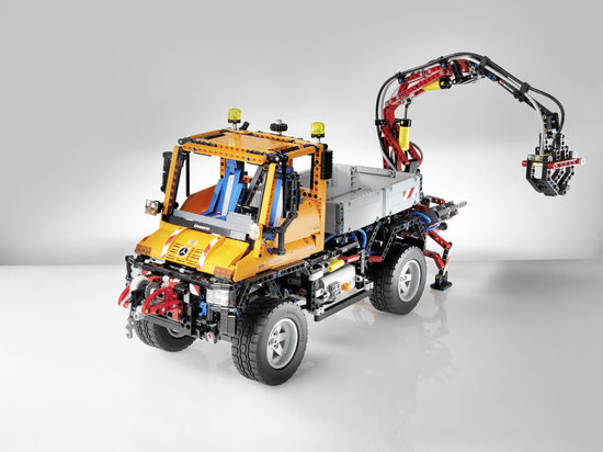 Mercedes-Benz-and-LEGO-Unimog-2.jpg