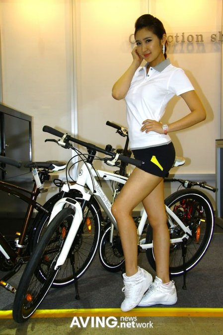 Mercedes-Benz_Fitness_Bike8.jpg