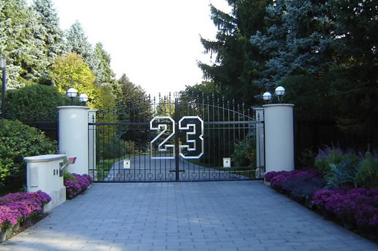 Michael_Jordan_Chicago_mansion_2.jpg