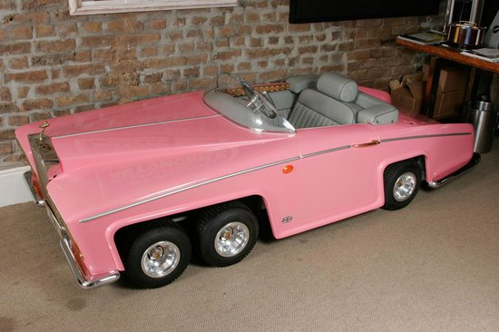 Model-of-Lady-Penelope-of-Thunderbirds-FAB1-Rolls-Royce-2.jpg