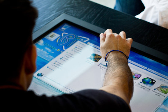 Mozayo-multi-touch-tables-4.jpg