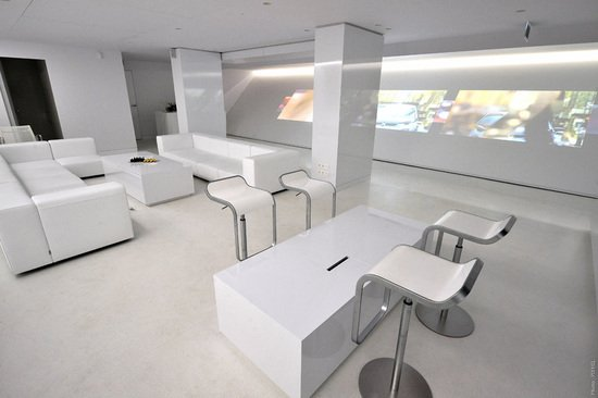 New-BMW-Brand-Store-opens-up-in-Paris-11.jpg