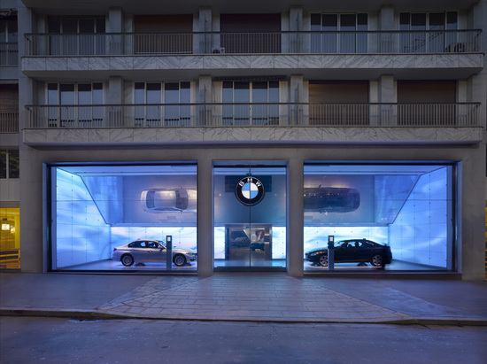 New-BMW-Brand-Store-opens-up-in-Paris-2.jpg